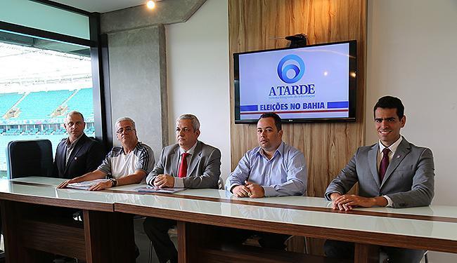 Candidatos perfilados, prontos para o debate - Foto: Léo Braga | Ag. A TARDE