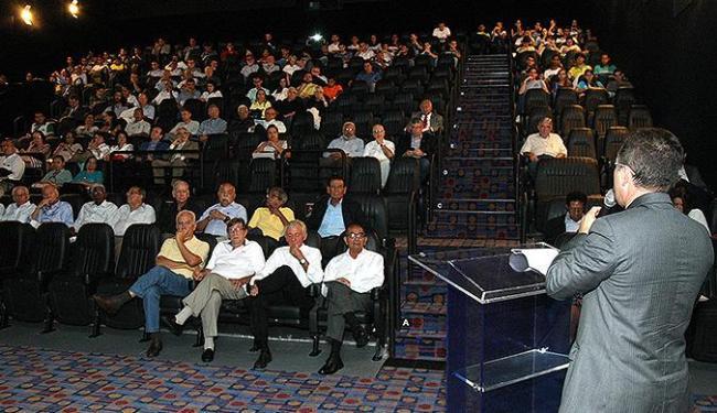 Marco Amigo, presidente do Crea-BA, fala para colegas em evento no Shopping Barra - Foto: Divulgação l Edson Ruiz