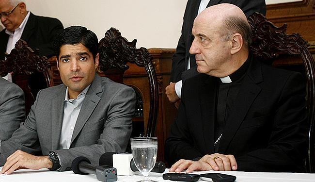 Dom Murilo e ACM Neto, na residência arquiepiscopal, na Federação - Foto: Luciano da Matta | Ag. A TARDE