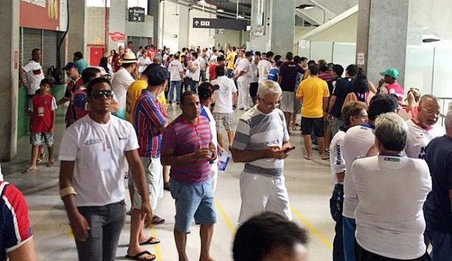 Movimentação de torcedores durante a eleição para presidente do E. C. Bahia - Foto: Iuri Cordeiro | Cidadão Repórter