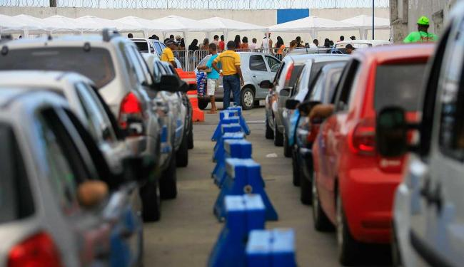 Passageiros que voltam do feriadão enfrentam filas no Terminal de Bom Despacho - Foto: Joa Souza | Ag. A TARDE