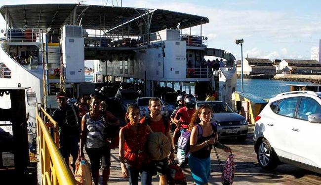 Cinco embarcações fazem a travessia nos horários programados - Foto: Eduardo Martins | Ag. A TARDE