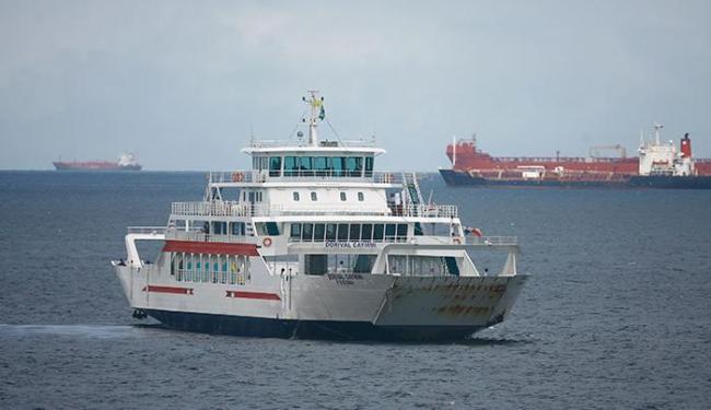 Saída dos ferries acontece de hora em hora, com duas embarcações saindo ao mesmo tempo - Foto: Joá Souza | Ag. A TARDE