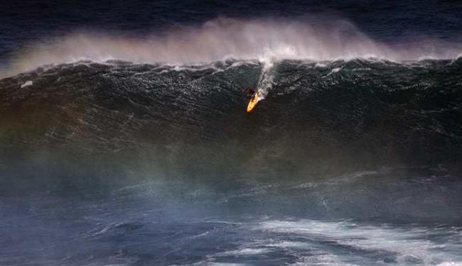 Em sua primeira viagem ao Havaí, Heloy deu show nas ondas gigantes - Foto: Lucios Gaudenzi | Divulgação