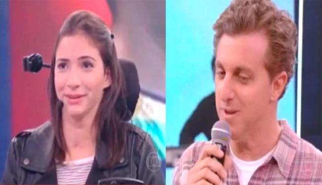 O apresentador perguntou para Laís se tinha doído fazer a tatuagem, que era recente - Foto: Reprodução