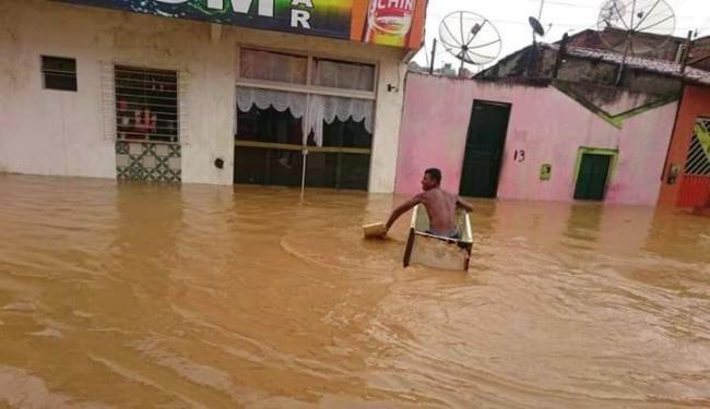 Alagamentos e deslizamentos foram alguns dos danos causados. Na foto, via de Ipiaú - Foto: Reprodução | Giro em Ipiaú