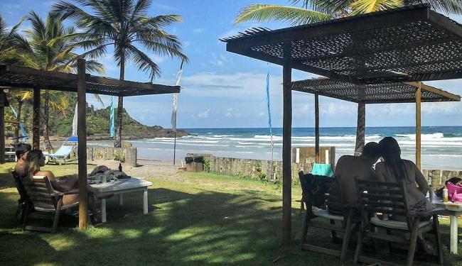 Em Itacarezinho, restaurante à beira-mar é opção para quem quer descansar - Foto: Daniela Castro | Ag. A TARDE