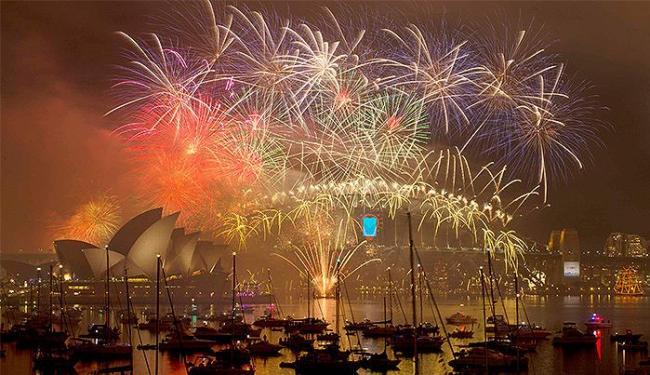 Sydney recebeu o Ano-Novo com um show de fogos de artifício de mais de 15 minutos - Foto: Jason Reed l Reuters