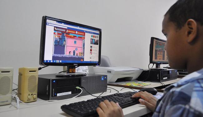 Adolescente se diverte no game recém-lançado na sede das Obras Sociais Irmã Dulce, no bairro de Roma - Foto: Divulgação | Ascom Osid