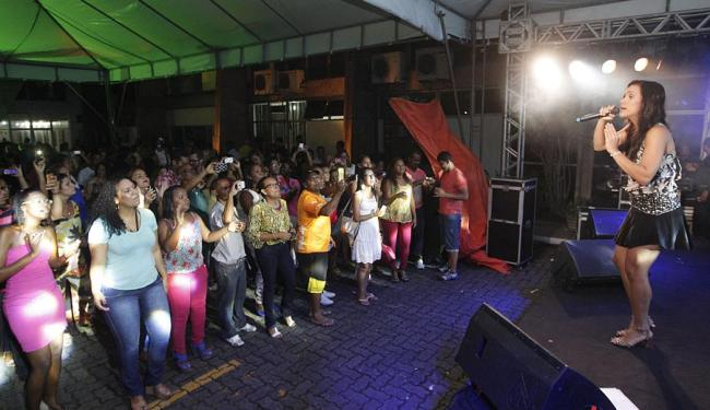 Jú Moraes foi uma das atrações da noite de confraternização que reuniu colaboradores e convidados - Foto: Margarida Neide | Ag. A TARDE