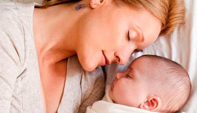 Pais devem ficar atentos na hora de colocar o bebê para dormir - Foto: Getty Images