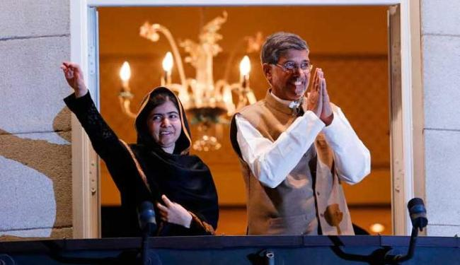 Malala, de 17 anos, a pessoa mais jovem a receber um Nobel, e Satyarthi, de 60 anos - Foto: Agência Reuters