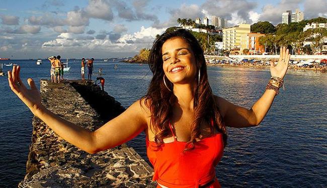 Mari foi ao porto respirar os ares da travessia - Foto: Eduardo Martins | Ag. A TARDE