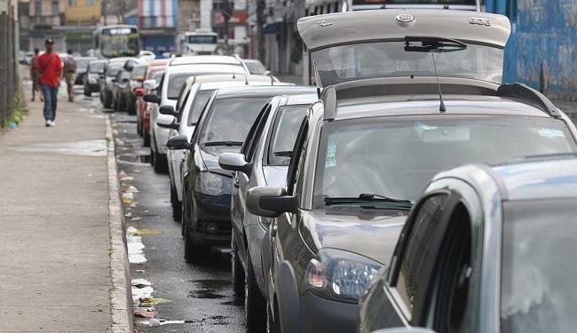 Motoristas esperam em torno de 1 hora nas filas - Foto: Lúcio Távora | Ag. A Tarde