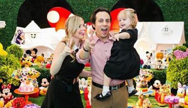 Na imagem, o casal Marcelo Müller e Lumara Muller e a filha Geórgia - Foto: Reprodução