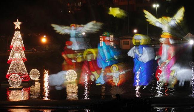 Imagens do presépio foram projetadas na água durante o espetáculo - Foto: Margarida Neide/ Ag. A TARDE