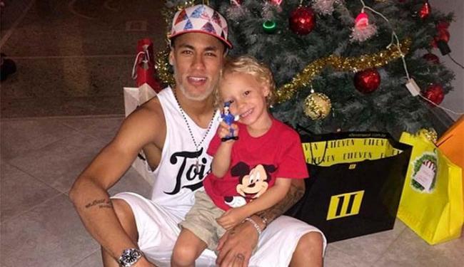 Neymar adotou a barba branca de Papai Noel para as festas natalinas - Foto: Instagram   Reprodução