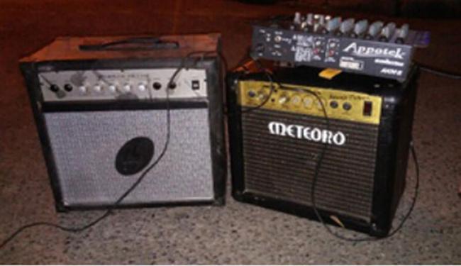 Aparelhos de som foram apreendidos durante a operação - Foto: Divulgação   Sucom