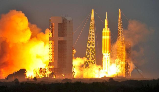 Orion subiu aos céus levada pelo foguete Delta IV e está programada para fazer duas órbitas na Terra - Foto: Agência Reuters