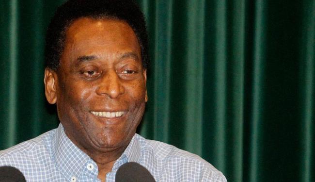 Bem-humorado e aparentando estar bem, Pelé fez brincadeiras ao conceder entrevista - Foto: Agência Estado