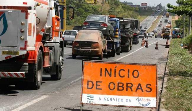Os motoristas devem ficar atentos as placas de sinalização para evitar acidentes - Foto: Arestides Baptista | Arquivo | Ag. A TARDE