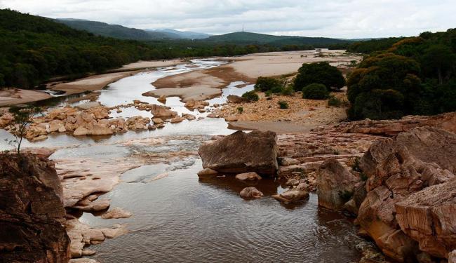 Rio Piaba, um dos afluentes do Paraguaçu, tem volume de água reduzido, - Foto: Fernando Vivas | Ag. A TARDE