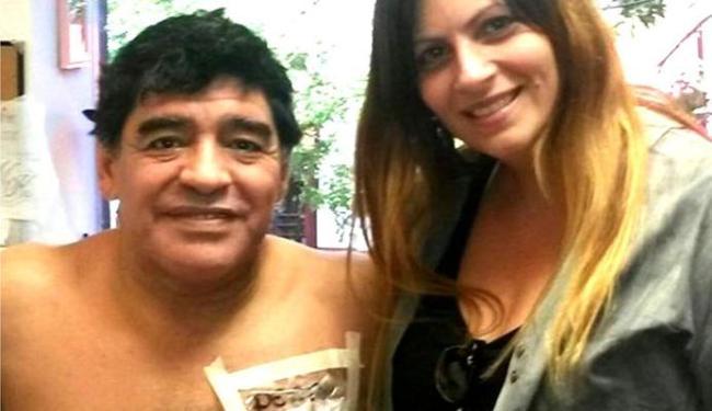 Ex-craque posou para foto com fãs argentinos, em estúdio de tatuagens - Foto: Reprodução | Facebook