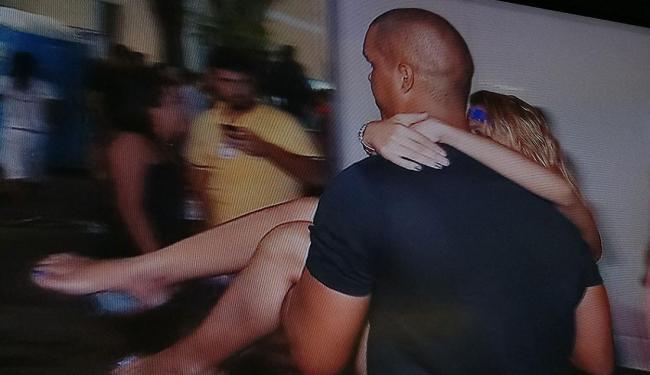 Cerca de 15 pessoas ficaram feridas após queda de grade de proteção - Foto: Reprodução   TV Record