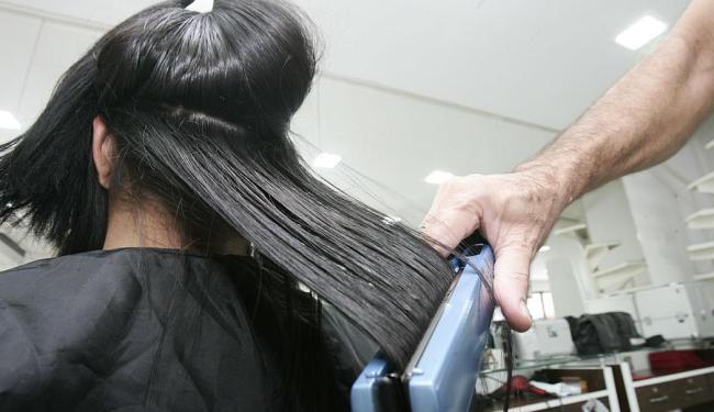 Função de cabeleireira está entre as vagas disponíveis para esta terça-feira, 30 - Foto: Elói Corrêa | Ag. A TARDE