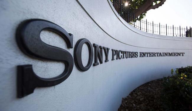 Microsoft e a Sony estão trabalhando para restaurar os serviços online do Xbox e do PlayStation - Foto: Mario Anzuoni | Agência Reuters