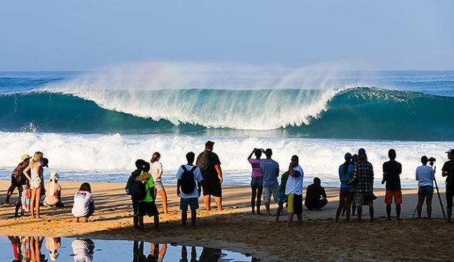 O mar adiou mais uma vez a última etapa do WCT - Foto: Laurent Masurel l ASP