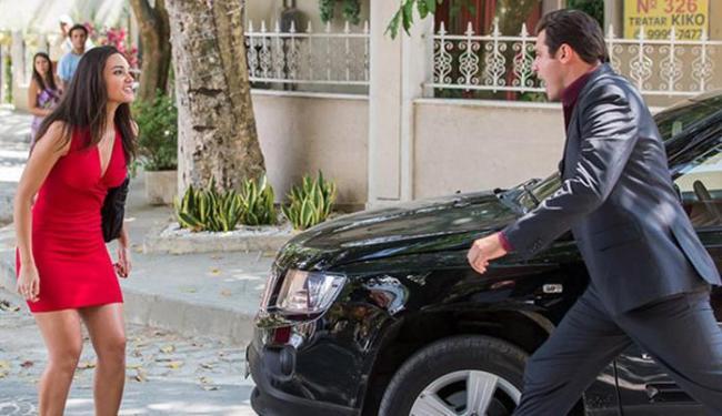 Marcos joga o carro em cima de Sueli e faz ameaças: 'Acabo com você' - Foto: Reprodução   GShow