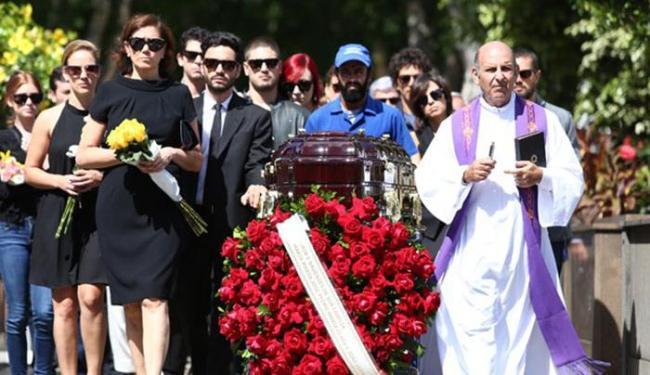 No cemitério São João Batista, na Zona Sul do Rio de Janeiro, foi gravado o enterro - Foto: Reprodução   GShow
