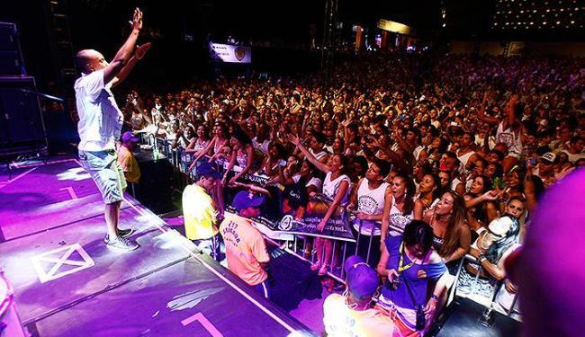 Thiaguinho faz a festa dos admiradores, incluindo integrantes de diversos fãs-clubes - Foto: Margarida Neide | Ag. A TARDE