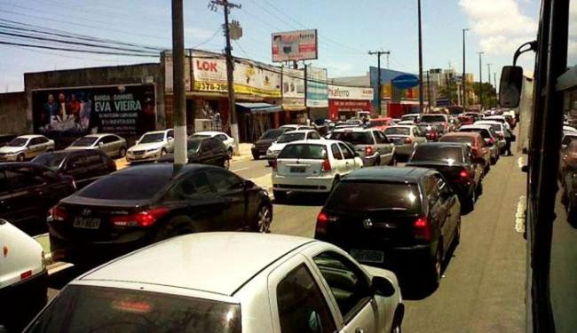 Trânsito na região permanece complicado e com retenção em vários pontos - Foto: Divulgação | Prefeitura de Lauro de Freitas