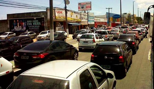 Trânsito na região permanece complicado e com retenção - Foto: Divulgação   Prefeitura de Lauro de Freitas