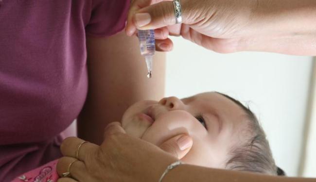 Crianças com alergia a leite de vaca não devem ser vacinadas agora contra sarampo - Foto: Fernando Vivas   Ag. A Tarde   21/08/2006