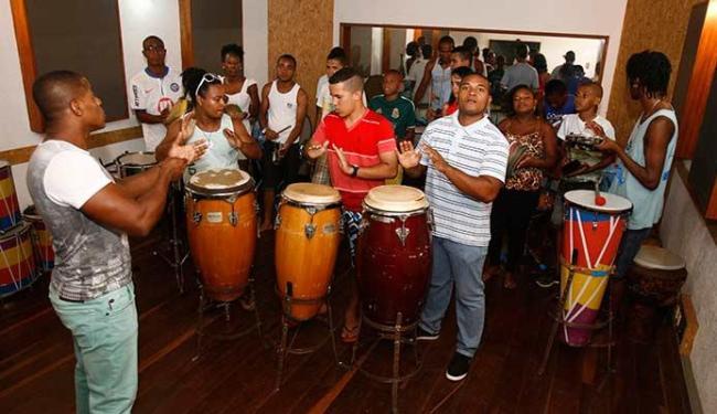 Regidos por Wilson Café, os alunos da EEPI se preparam para curso - Foto: Luciano da Matta | Ag. A TARDE