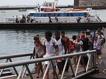 Os Catamarãs com saída de Morro com destino a Salvador funcionam normalmente - Foto: Joá Souza l Ag. A TARDE l 17.11.2013