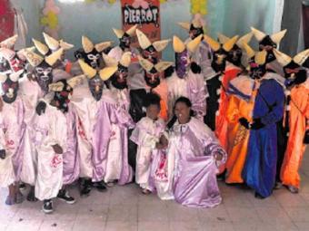 O Grupo Pierrot Grupo Tradição de Plataforma faz a festa na sexta de Carnaval - Foto: Divulgação