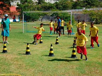Crianças e adolescentes podem se inscrever na escolinha de futebol - Foto: Divulgação