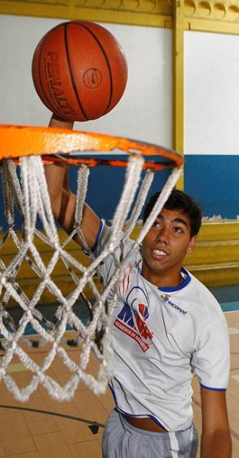Revelação do basquete baiano que, Felipe vai jogar no Bauru em 2015 - Foto: Eduardo Martins | Ag. A Tarde