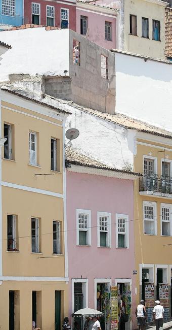 Alvenaria foi erguida no alto da casa, sem permissão - Foto: Mila Cordeiro l Ag. A TARDE