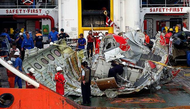 Equipamento, que está preso em destroços do avião, ainda não pôde ser recuperado - Foto: Darren Whiteside l Reuters