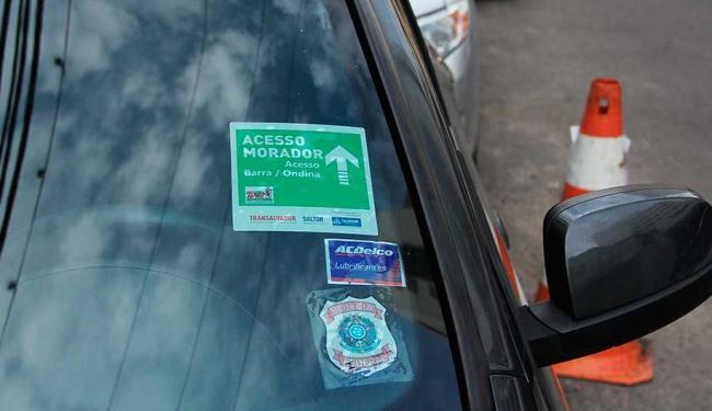 Moradores que forem flagrados vendendo credencial veicular podem responder por estelionato - Foto: Joá Souza | Ag. A TARDE