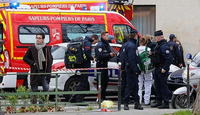 Atentado contra revista em Paris deixou 12 pessaos mortass e 10 feridas - Foto: Jacky Naegelen l Reuters