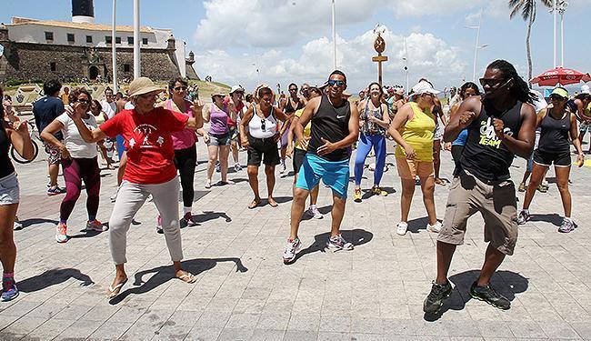 Público busca aprender os passos para curtir o Carnaval - Foto: Luciano da Matta | Ag. A TARDE