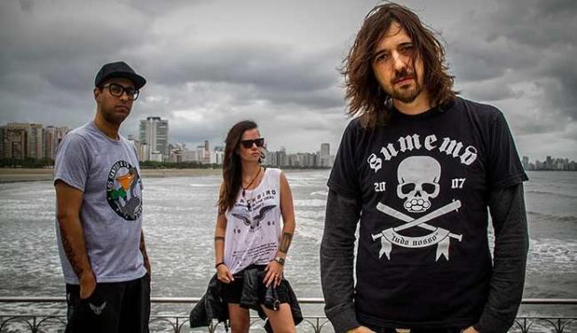 Marcão (vocal e guitarra), Lena (baixo) e Pinguim (bateria) se unem e lançam Não Estamos Sozinhos - Foto: Marcela Sanches   Divulgação