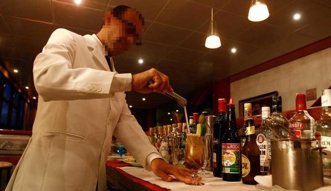Função de barman está com dez vagas disponíveis - Foto: Arisson Marinho | Ag. A TARDE