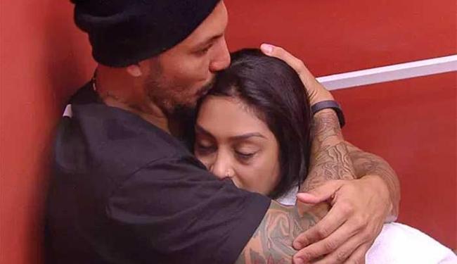 Para não ver Amanda triste, Fernando diz que não ficará mais com Aline - Foto: Big Brother Brasil   Reprodução
